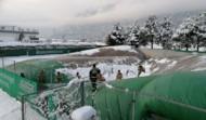Traglufthalle von Schnee befreit