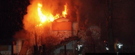 Gebäudebrand und ein weiterer Einsatz